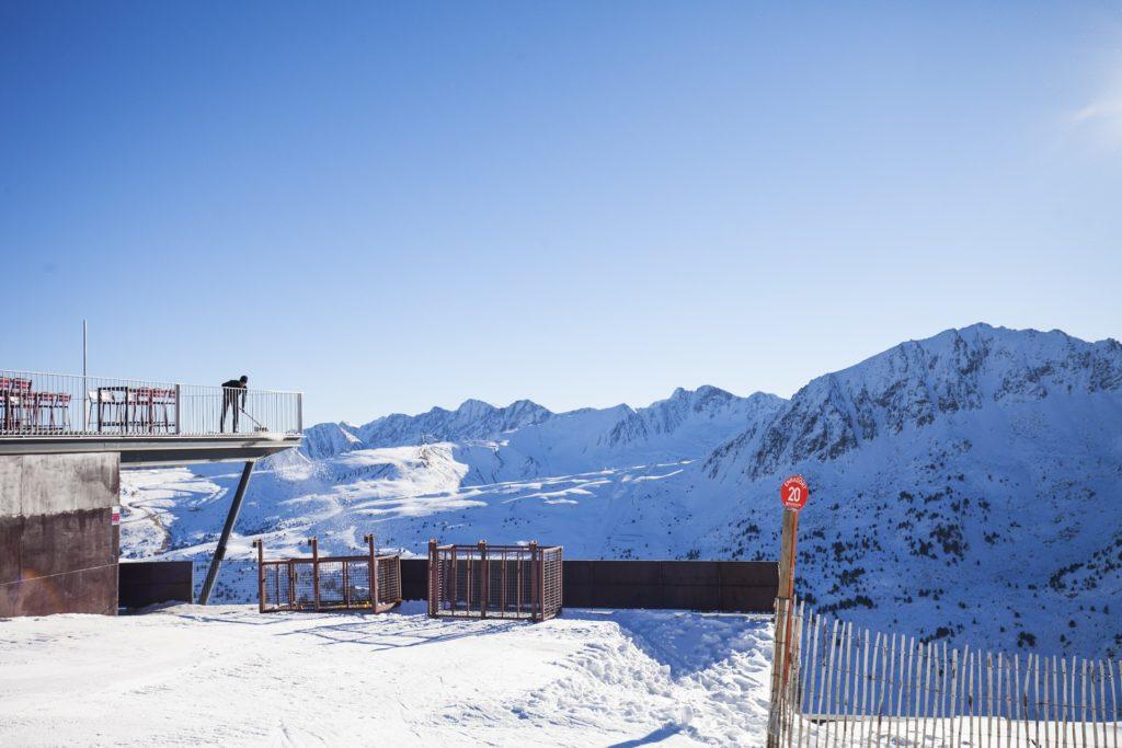 Le temps d'Andorre en hiver comprend des jours de poudre fraîche.