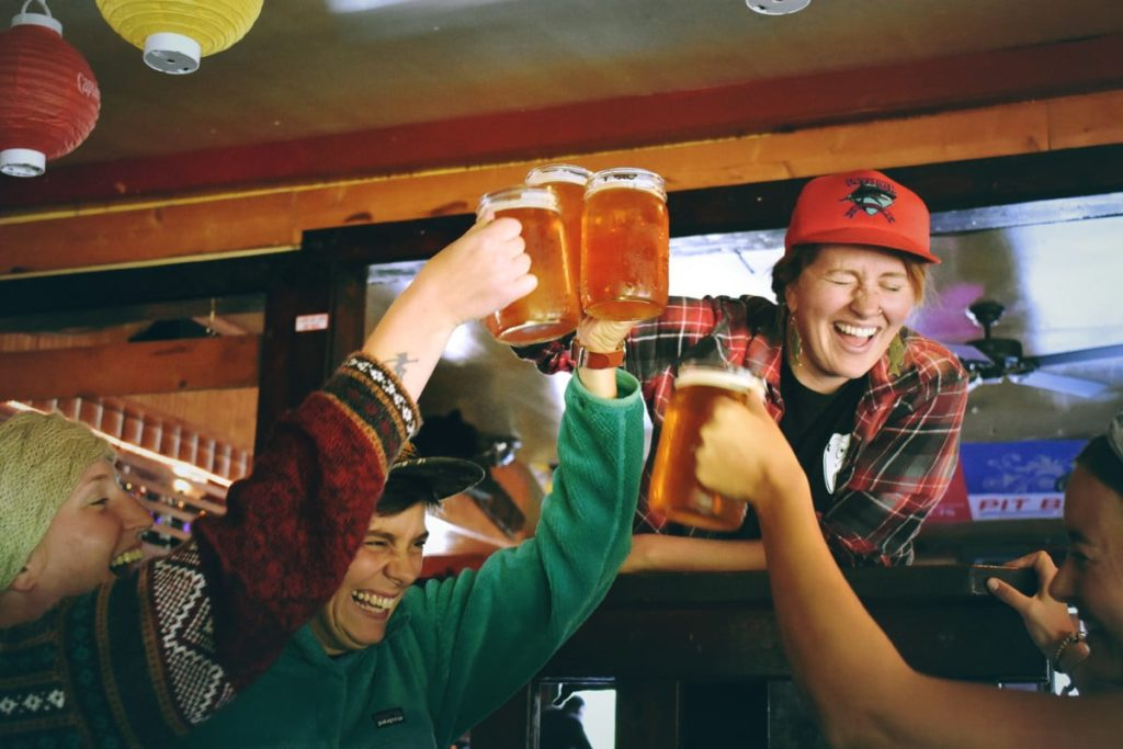 The atmosphere in Arinsal's best bars is friendly and fun-loving.
