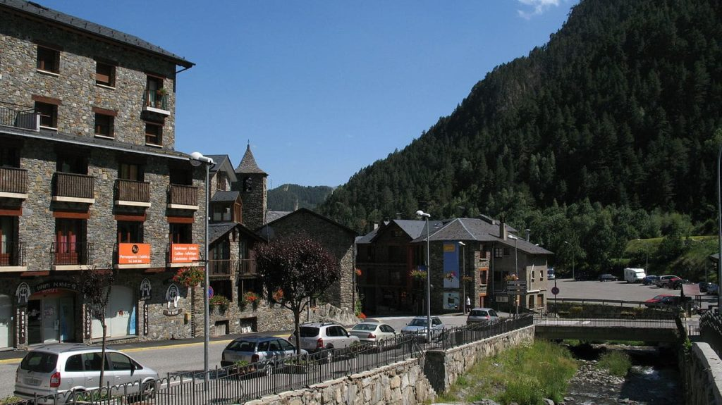 Arinsal is a very walkable village and if you want to fully enjoy the nightlife, it's best to not drive yourself.