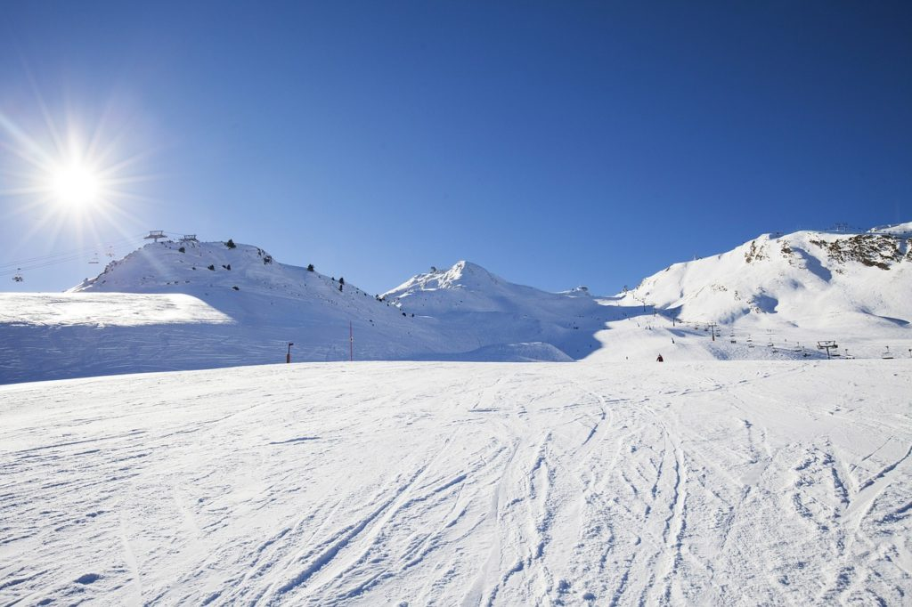 From easy slopes, to off-piste runs, there are a wide variety of ski and snowboard options within easy reach of Arinsal, Andorra.