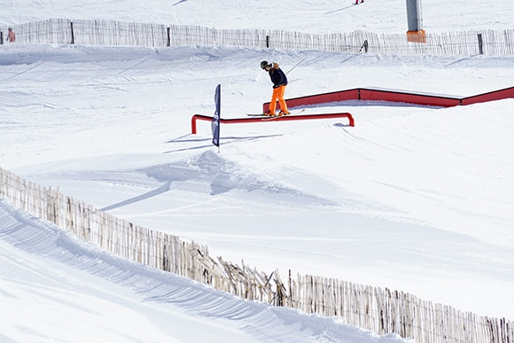 Freestyle skiing is on the curriculum at the Snowpark ski school.